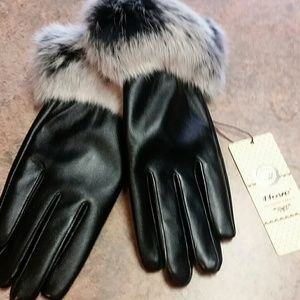 Accessories - New - Fur cuff gloves